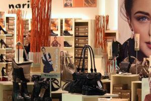 עושות קניות - בעיר, לא בנייד